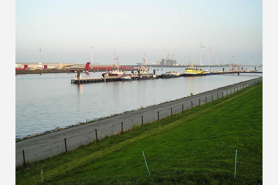 Floating jetty Eemshaven